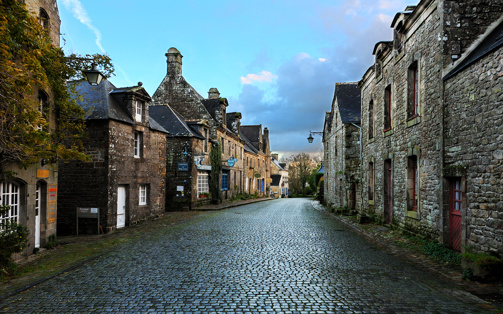 Discover Brittany: A walk in the village of Locronan