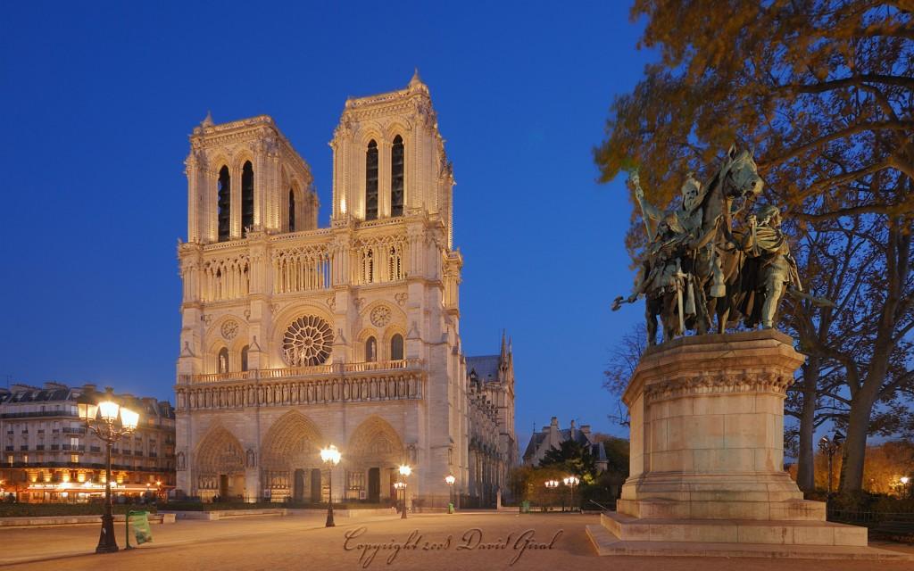 Heure Bleue sur Notre Dame de Paris, France