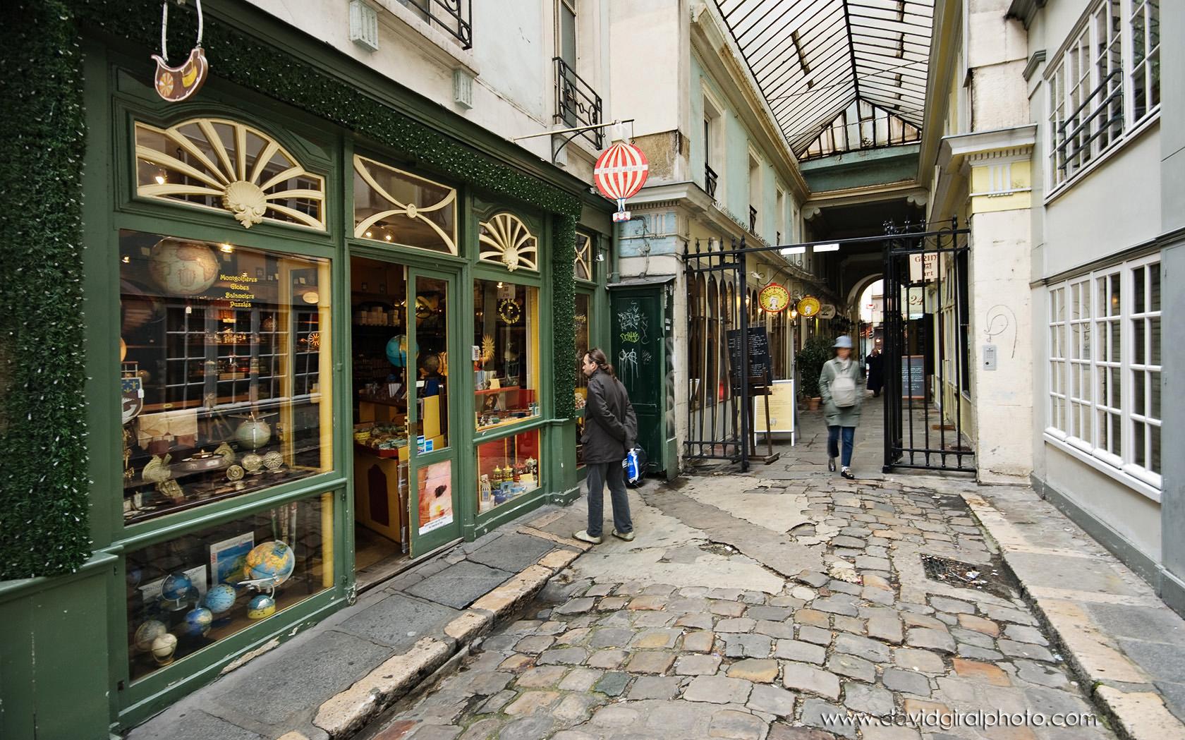 Exploring paris cours du commerce saint andr saint for Chambre de commerce francaise toronto