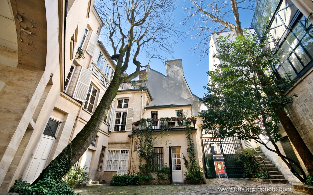 A Secret Courtyard - Cours du Commerce Saint-André - By David Giral