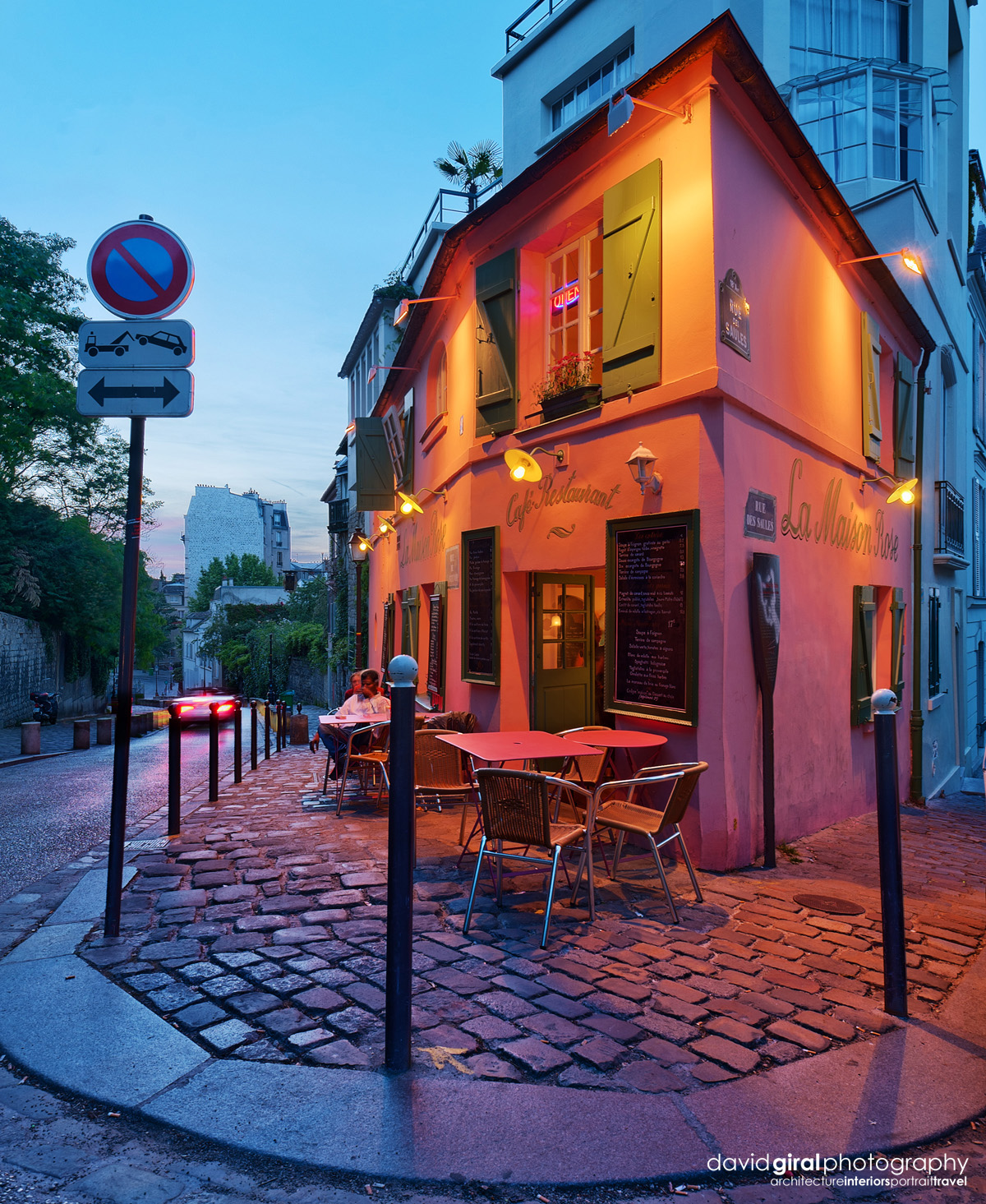 exploring paris the romantic terraces of montmartre at night david giral photography blog. Black Bedroom Furniture Sets. Home Design Ideas