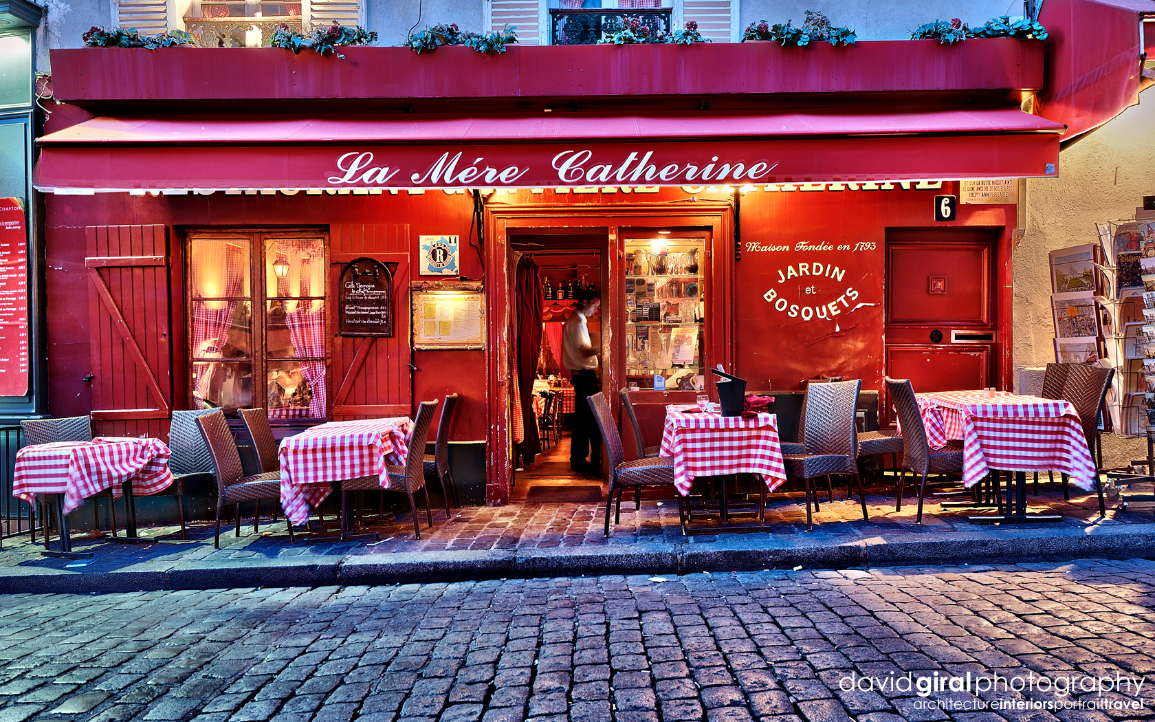 Exploring paris the romantic terraces of montmartre at for Paris restaurant