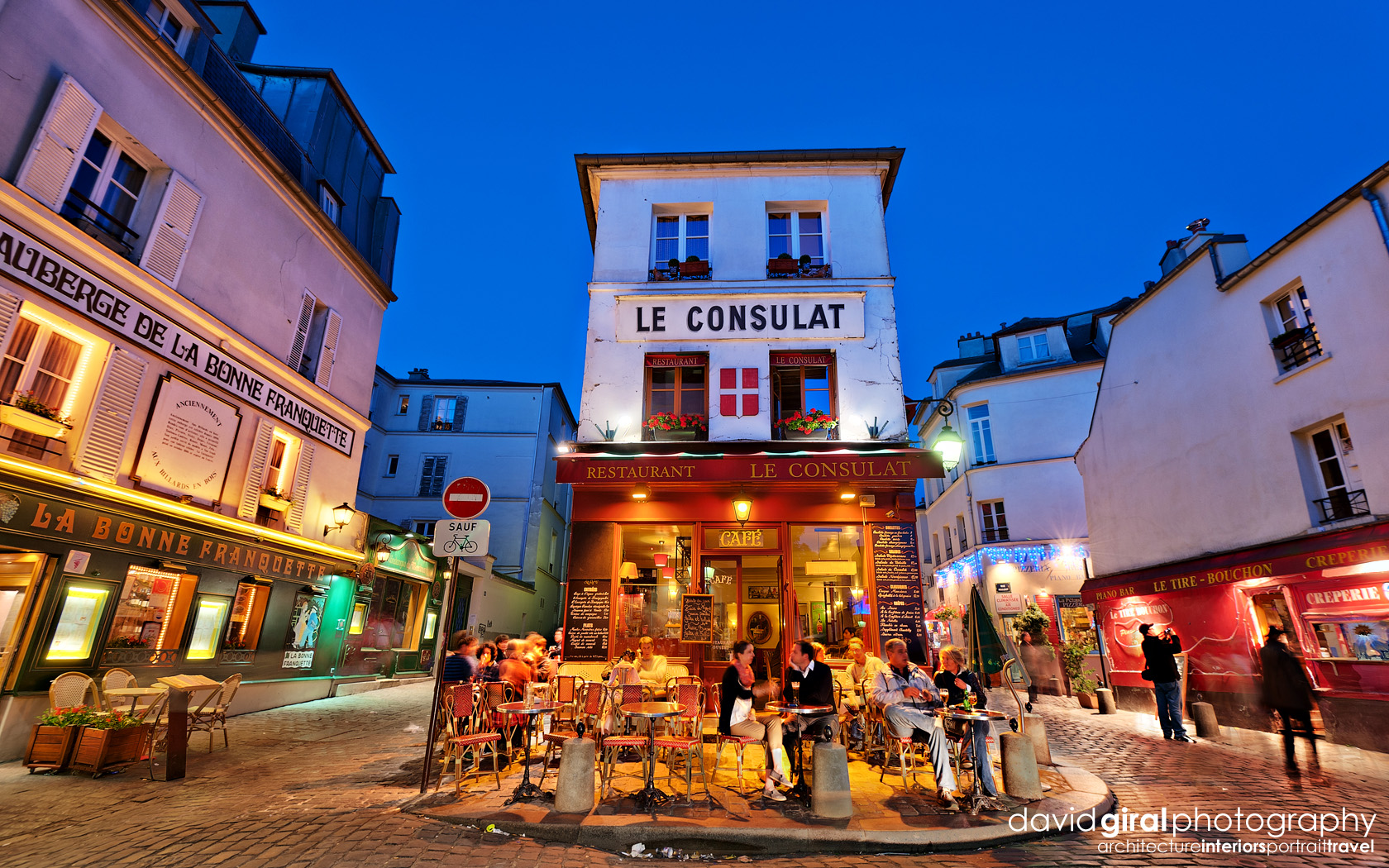 Travel exploring paris montmartre restaurant le consulat for Le miroir restaurant montmartre