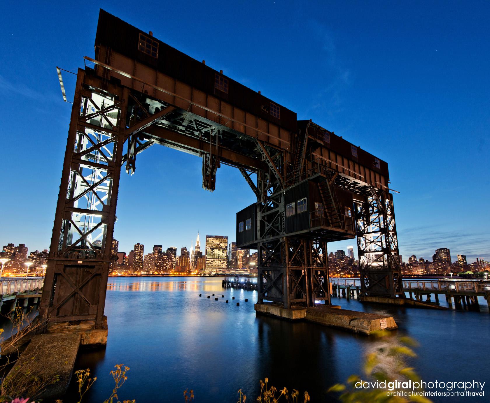 04-dgiral-gantry-park-long-island-queens-transfer-bridges-nyc-skyline-night