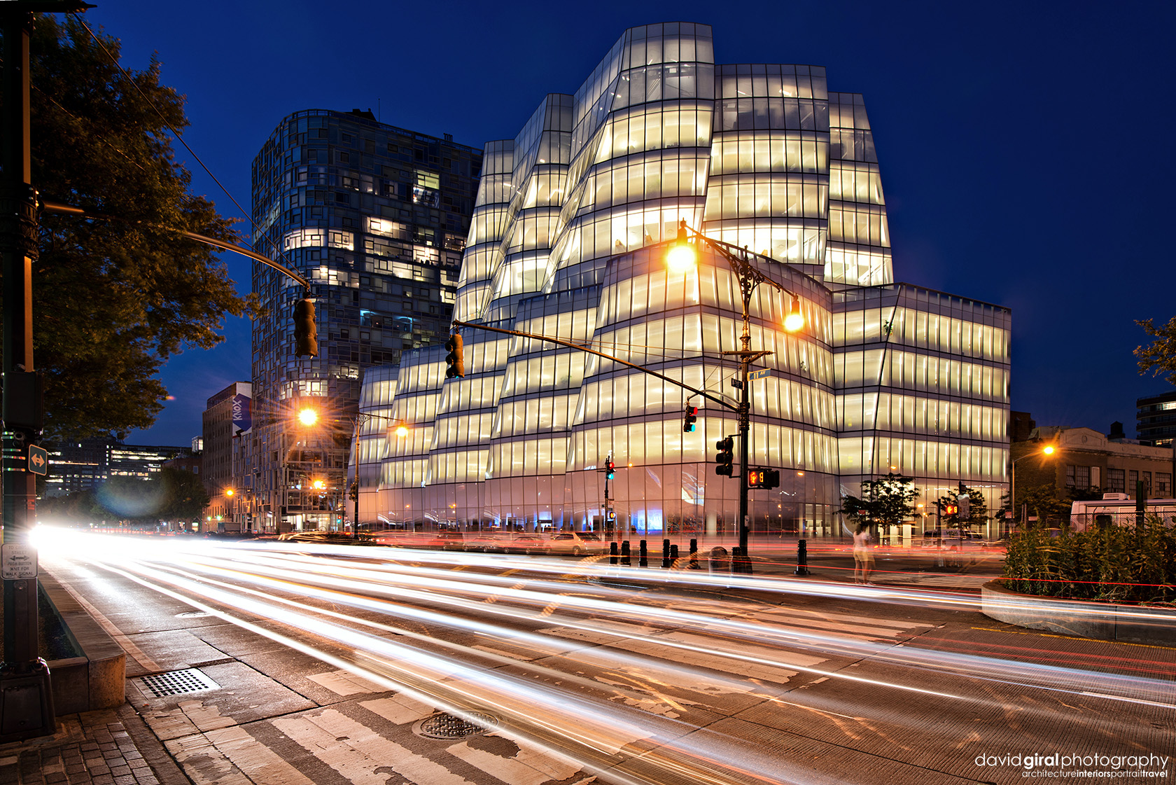 Rush hour at IAC Building by architect Frank Ghery Nikon D800 + Nikkor 16-35mm F/4.0 G VRII @ 27mm | ISO400 - 1s - F/8.0