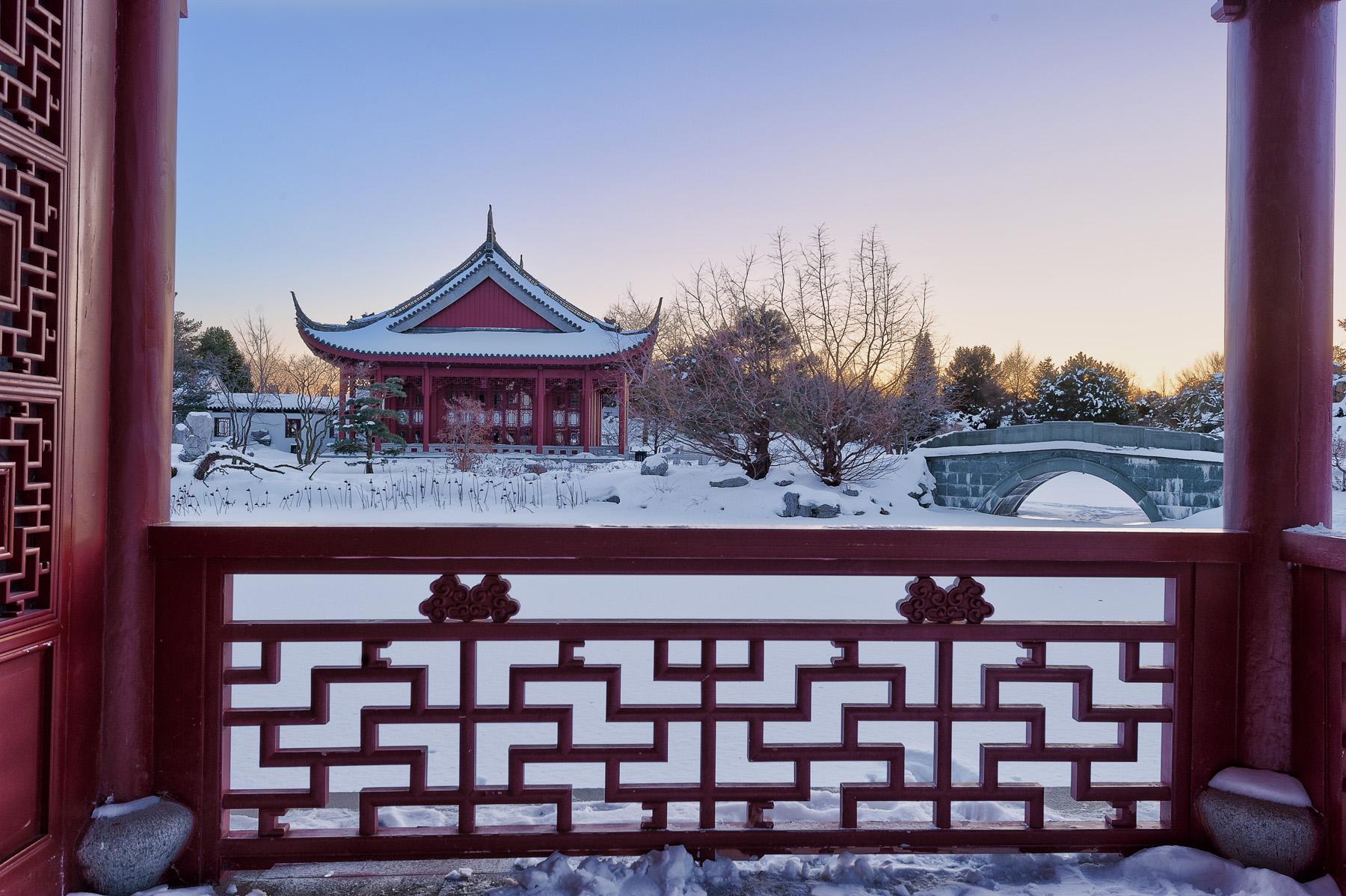 editorial-travel-montreal-botanical-garden-snow-winter-dusk-004