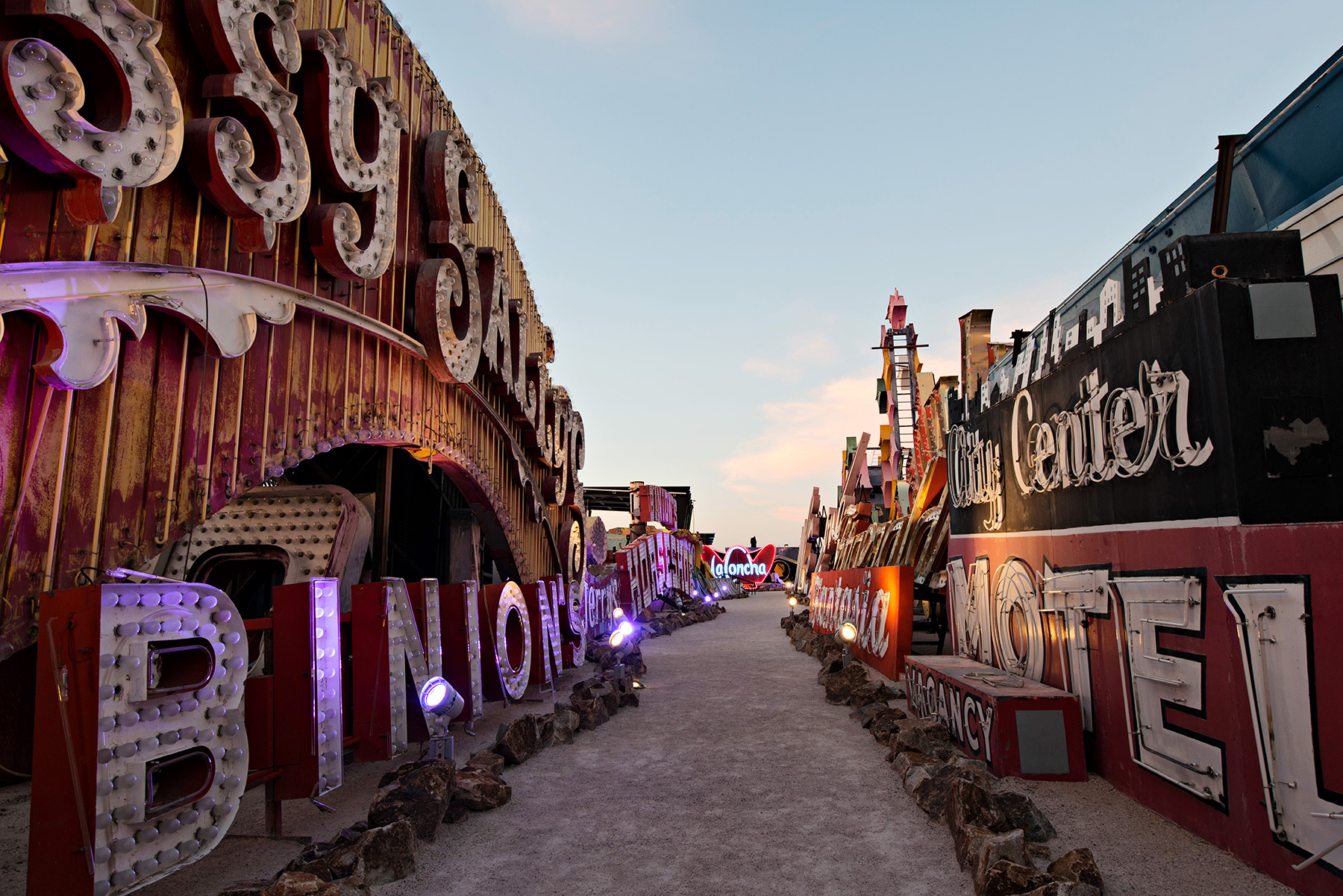 editorial-travel-photography-las-vegas-neon-museum-015