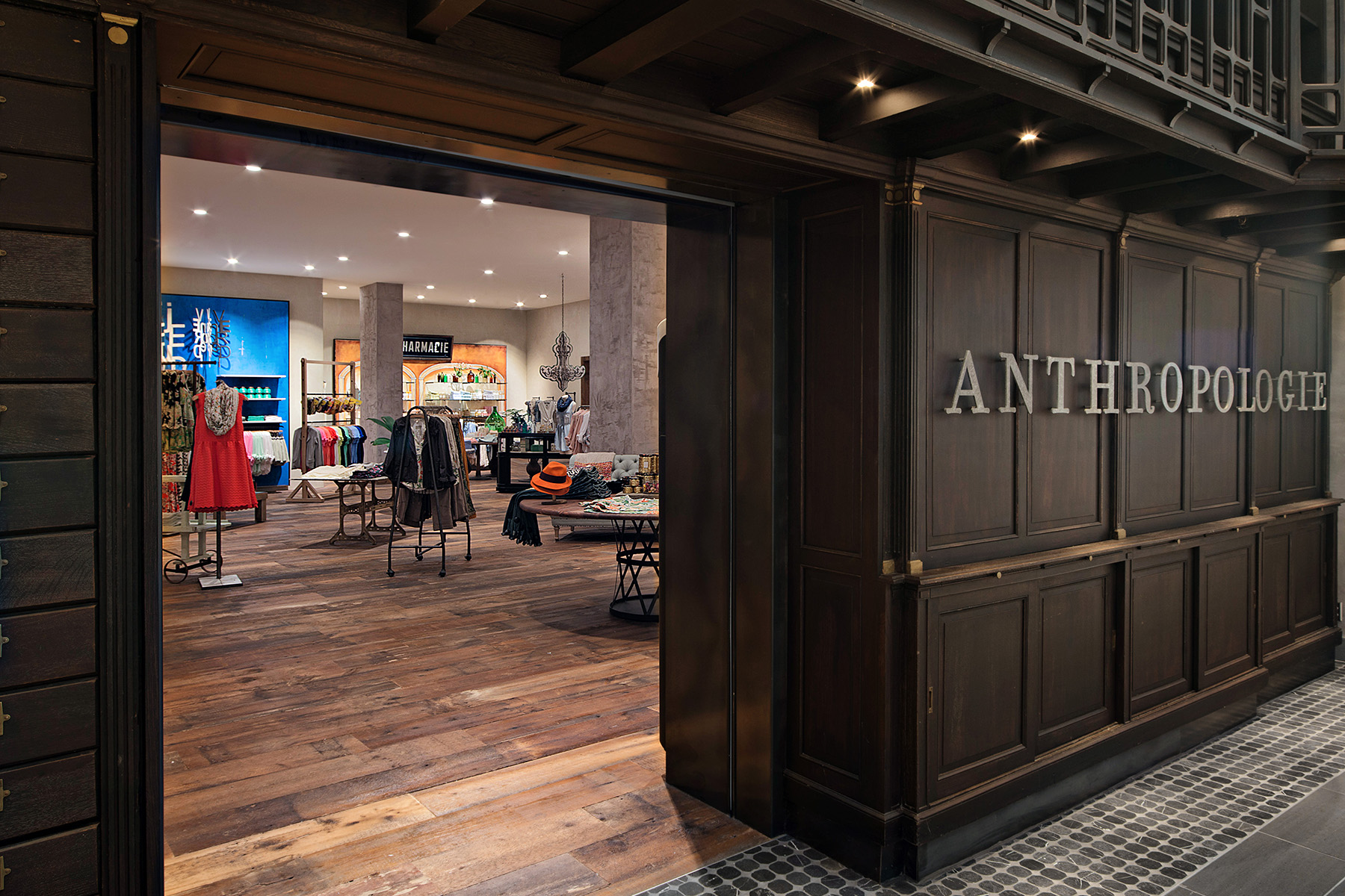 retail-interiors-photography-montreal-anthropologie-clothing-store-02